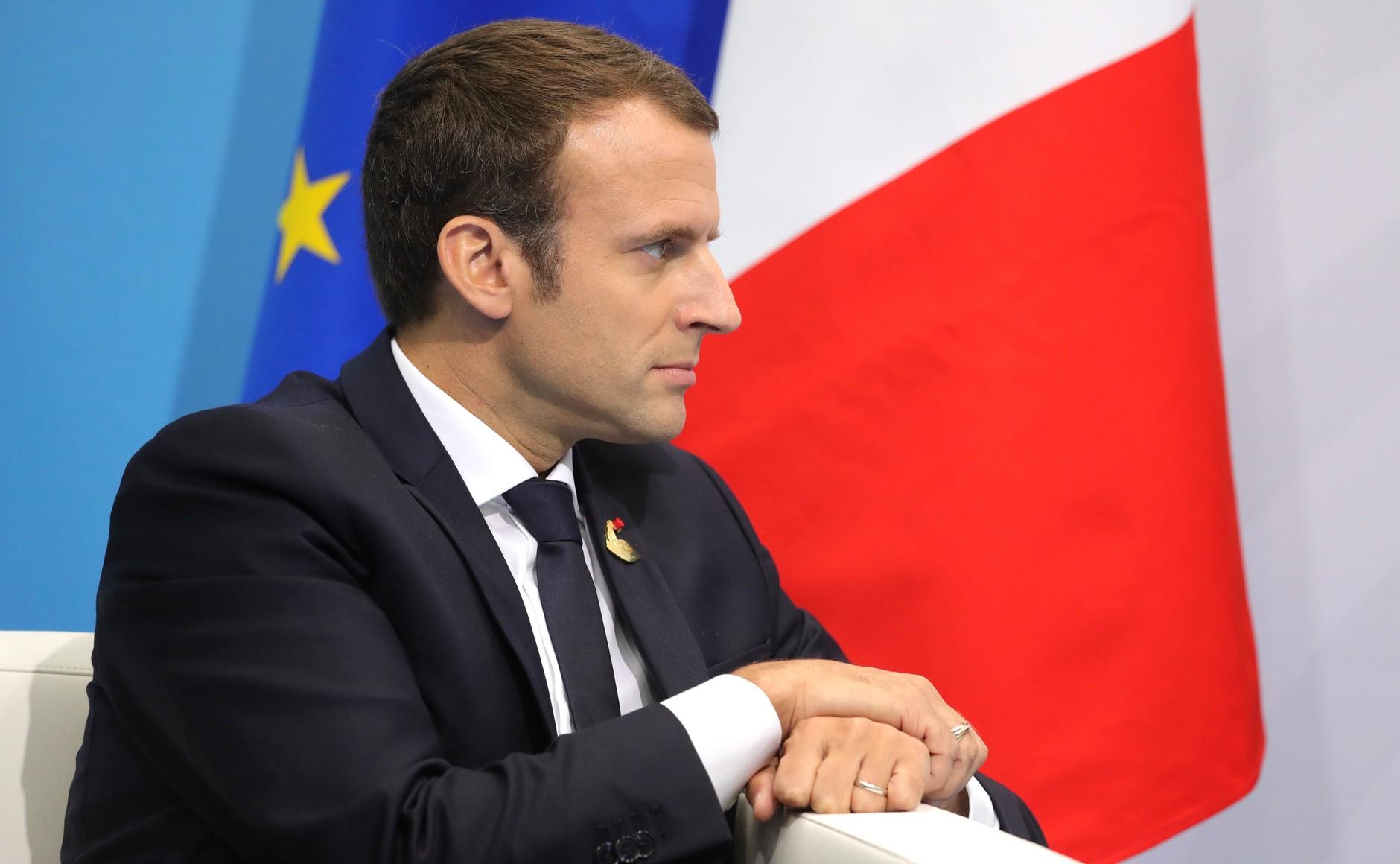 Traits d'image d'Emmanuel Macron image
