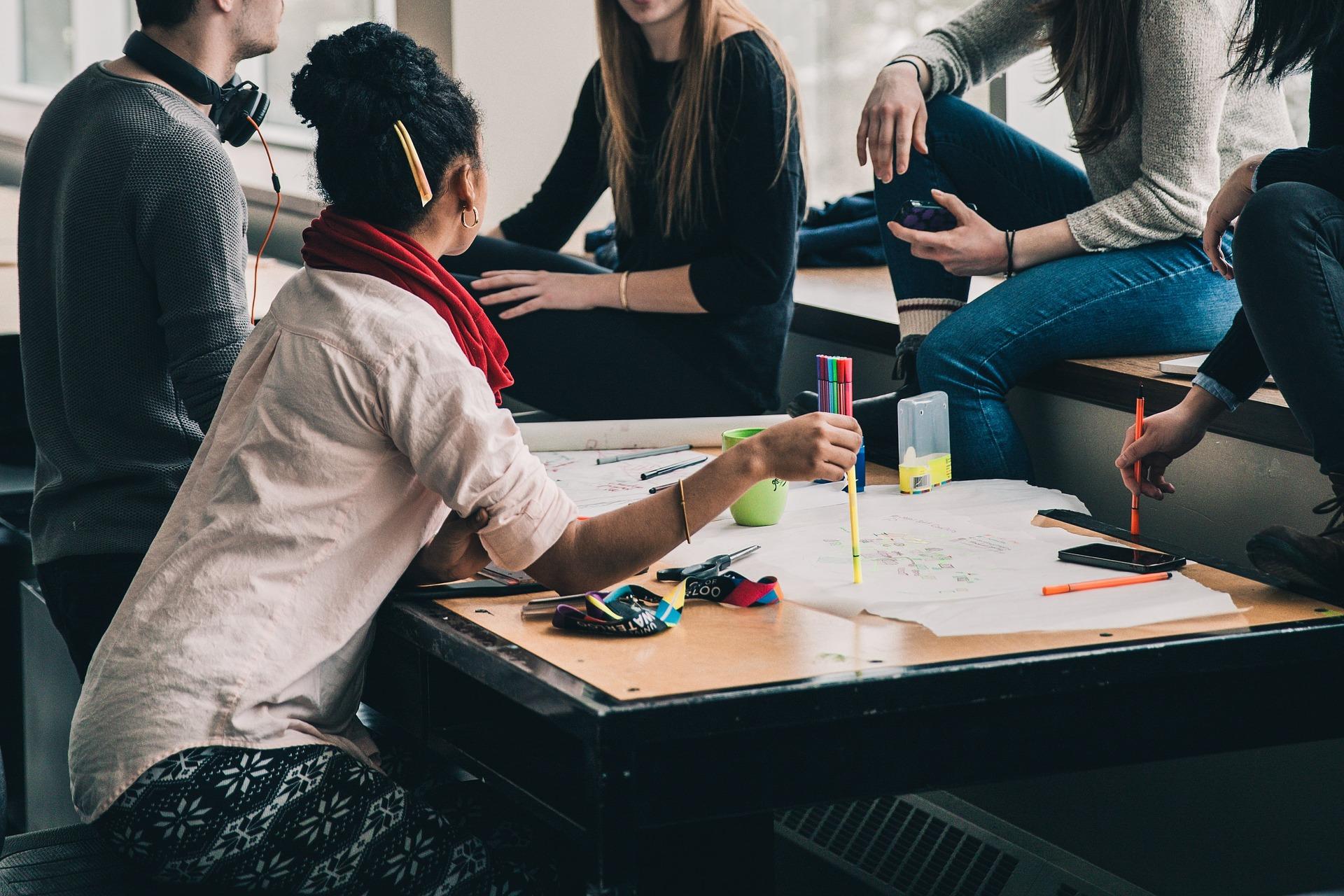 Les étudiants se sentent-ils bien préparés à intégrer le marché du travail ? - Indeed image