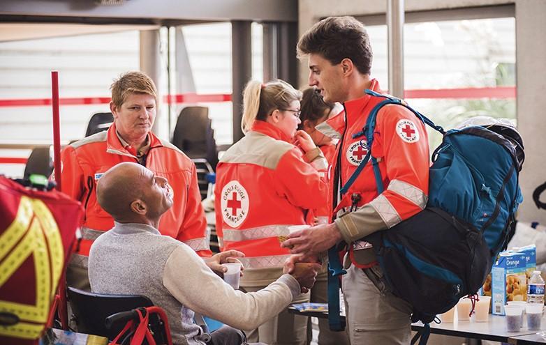 Les Français et les associations caritatives et humanitaires image